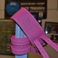 Læder håndledsbeskytter i farven pink. 100% ægte læder med bæltespænder.